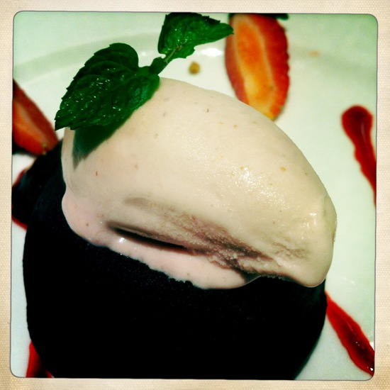 Strawberry chocolate lava cake @ Bakerzin Bandung