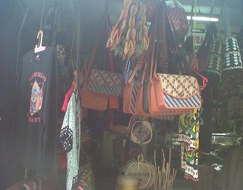 Tas anyaman sebagai alternatif oleh-oleh khas Kalimantan