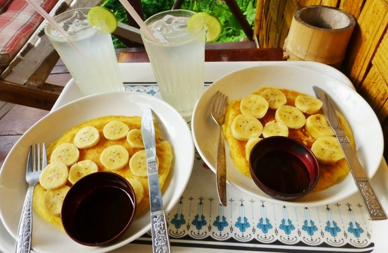 Makanan di Laos - Banana Pancake with Honey