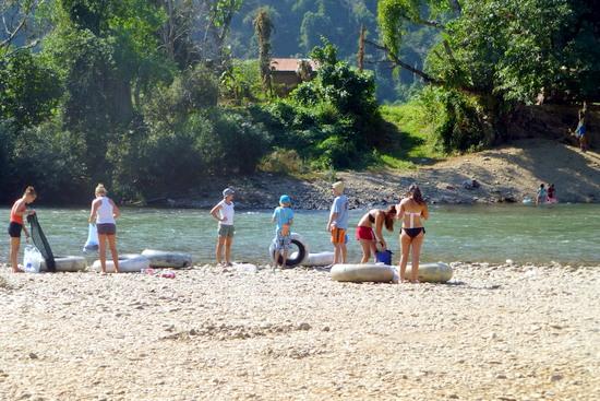 Pembubaran bar maksiat pariwisata di Laos !