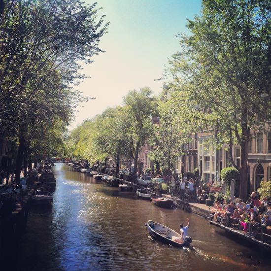 Pemandangan kanal di Amsterdam