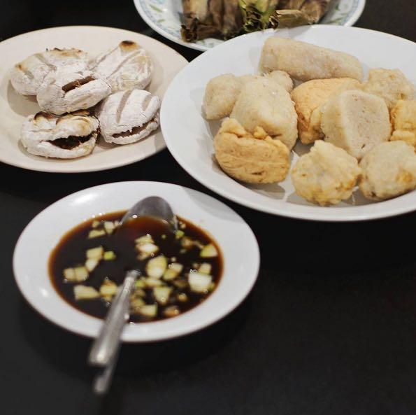 Pempek - salah satu kuliner lokal di Jambi
