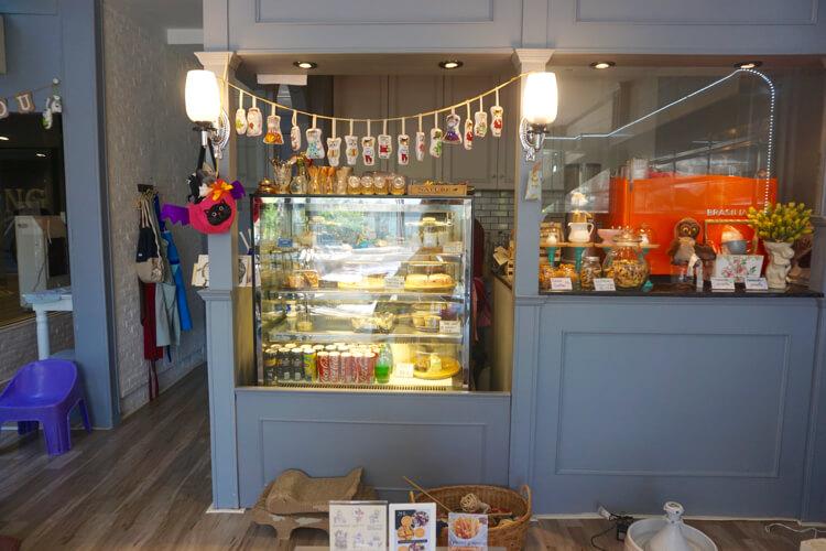 Area display kue dan dapur