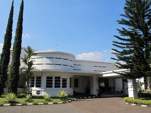 Casa-DLadera-colonial-style-building