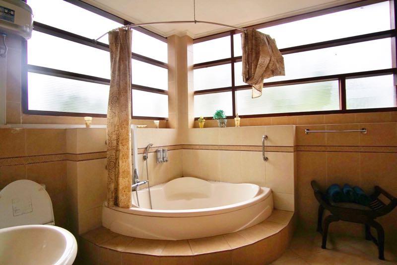 Buminanienie Guesthouse Bandung Bathroom