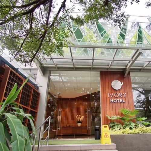 Ivory Hotel Bandung Dari Depan