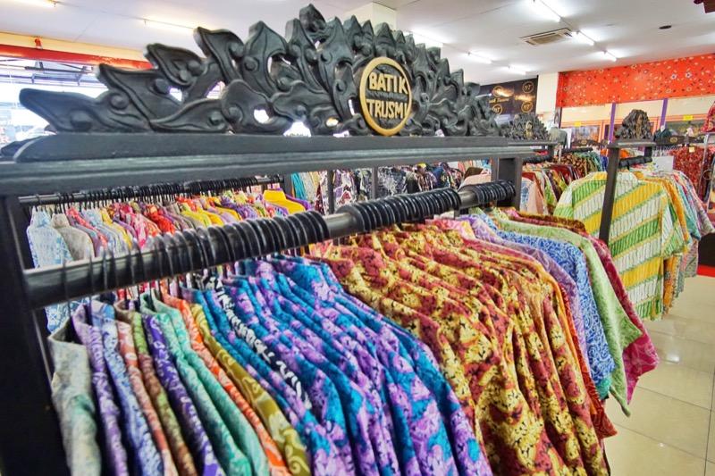 Batik Trusmi Cirebon rak baju
