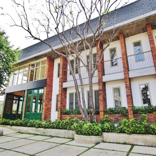 Oliver's Hostelry Bandung Depan