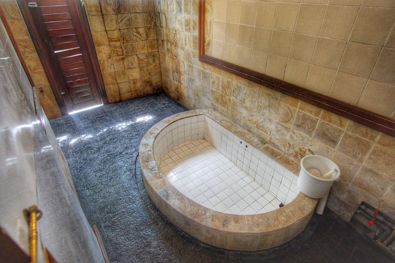 Sumber Alam Cipanas Garut kamar mandi
