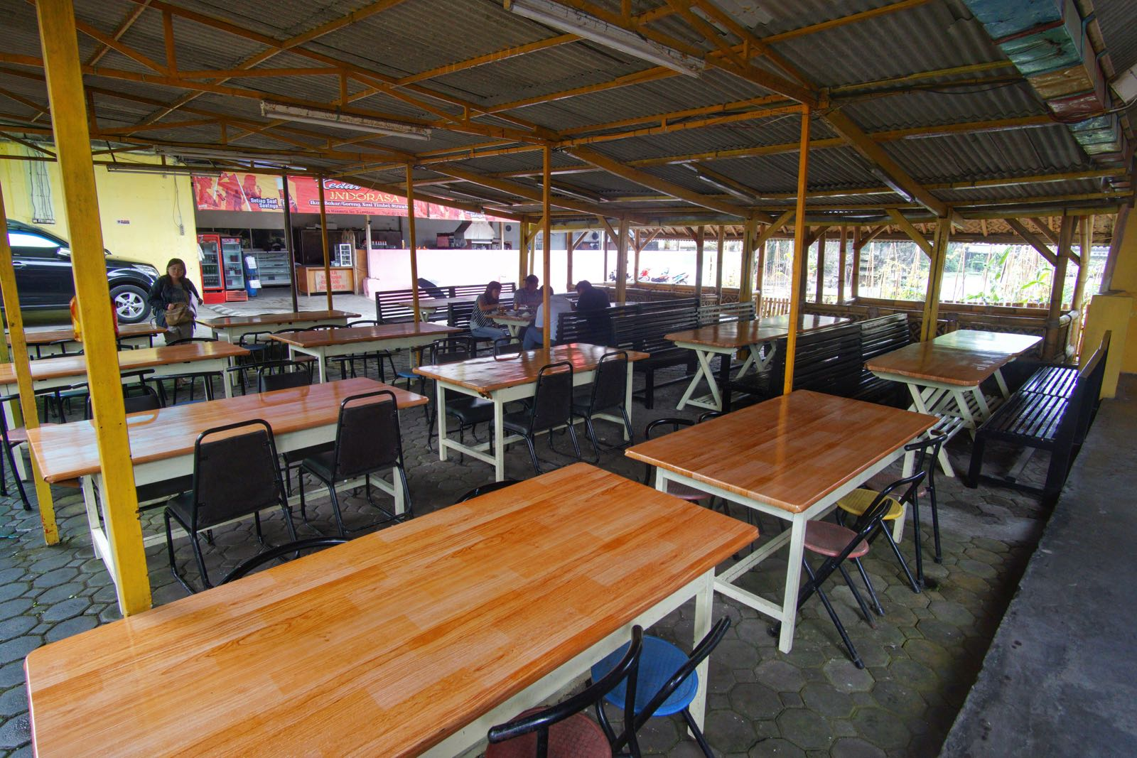 Area Makan Kedai Teteh Indorasa