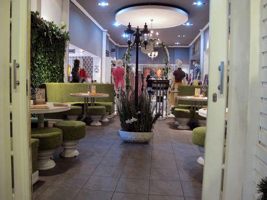 Nanny's Pavillon Garden - area makan yang menyambung dengan FO
