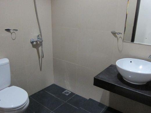 Poencer-Bathroom cottage