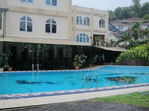 s.pool-Grand Prioritas