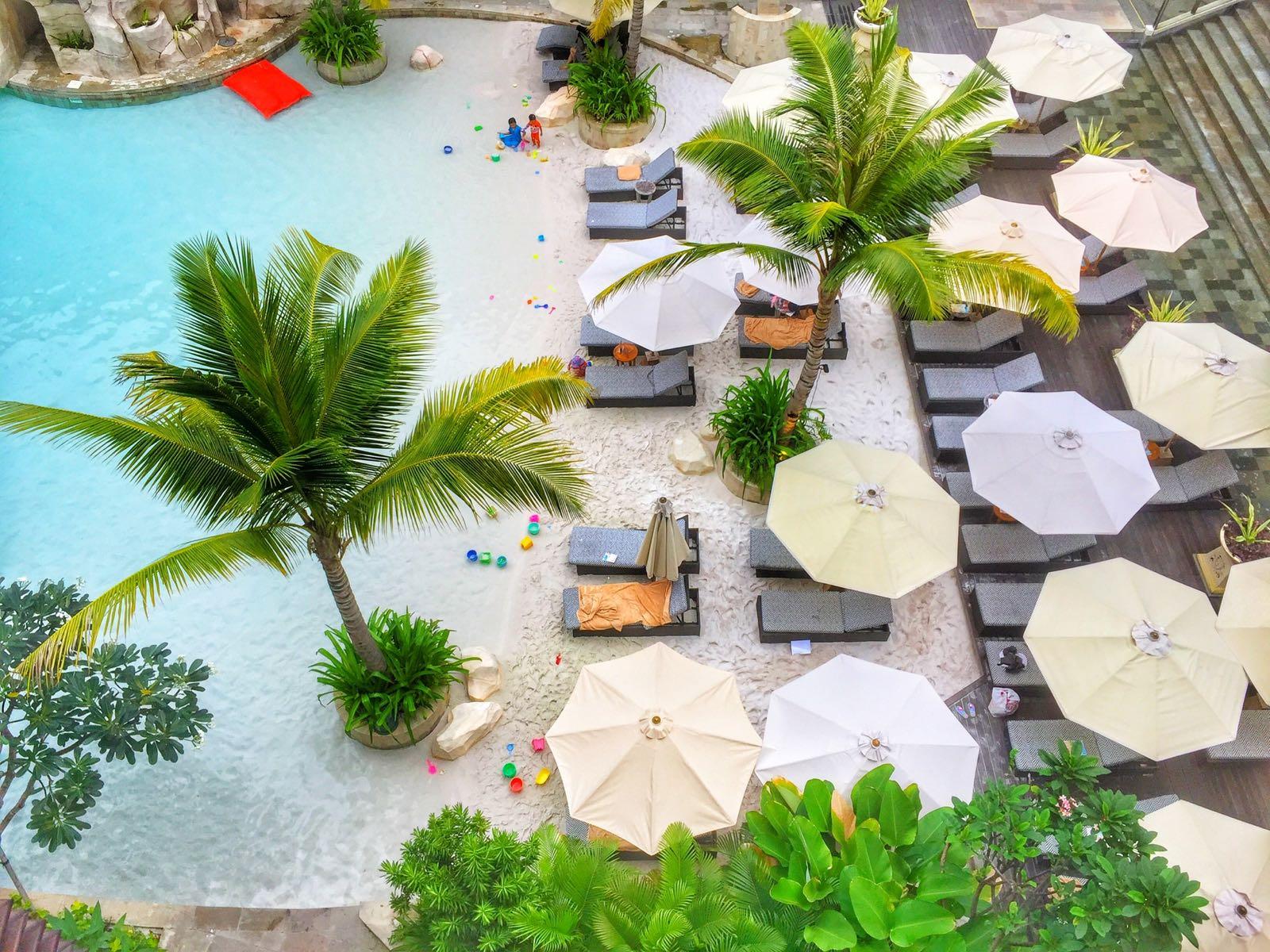 Tampak Atas Kolam Renang Di The Trans Resort Bali